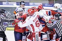 Duel hokejové extraligy Dynamo Pardubice - Oceláři Třinec.