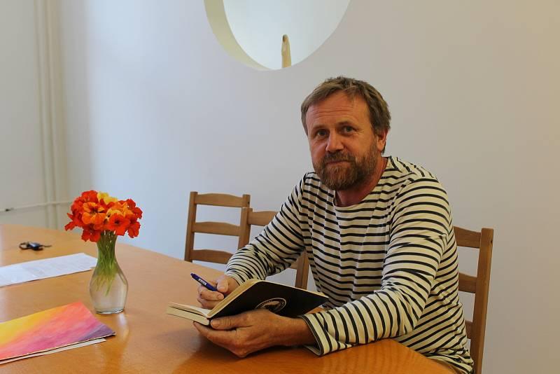 Ředitel Milan Barták nabízí možnost, jak školu poznat: pořádá semináře pro rodiče.