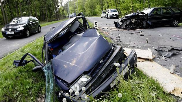 Těžký střet dvou vozidel u Nemošic zavinilo nesprávné předjíždění. Jako zázrakem nebyl nikdo ani vážněji zraněn.