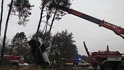 Těžká dopravní nehoda mezi Opatovicemi a Hradcem Králové. Ve vozidle cestovala matka s dítětem.