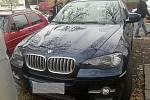 Při zátahu na skupinu překupníků kradených aut policie zajistila nejrůznější luxusní vozidla