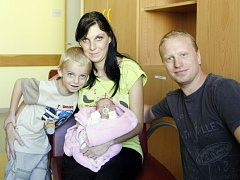 Gabriela Truhlářová se narodila 18. srpna v 19:47 hodin mamince Gabriele a tatínkovi Antonínovi. Měřila 43 centimetrů a vážila 2290 gramů. Domů do Jeníkovic si sestřičku odveze i Antonín (4).