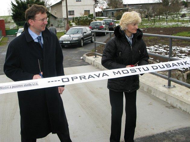 Slavnostní předávání opraveného mostu v Čepí za účasti hejtmana Pardubického kraje Ivo Tomana