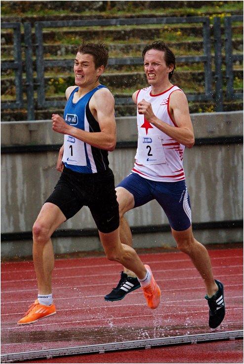 Běžci na 5 kilometrové trati, s číslem 4 vítěz Pavel Hladík