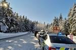 پلیس تصمیم گرفت که رانندگان یک پارکینگ در جاده 1/11 از Jablone به Chervena Voda ایجاد کرده اند.  عکس: بایگانی پلیس جمهوری چک