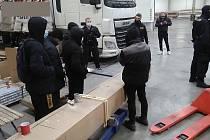 Policie zajistila devět migrantů, kamiony je přivezly z Rumunska