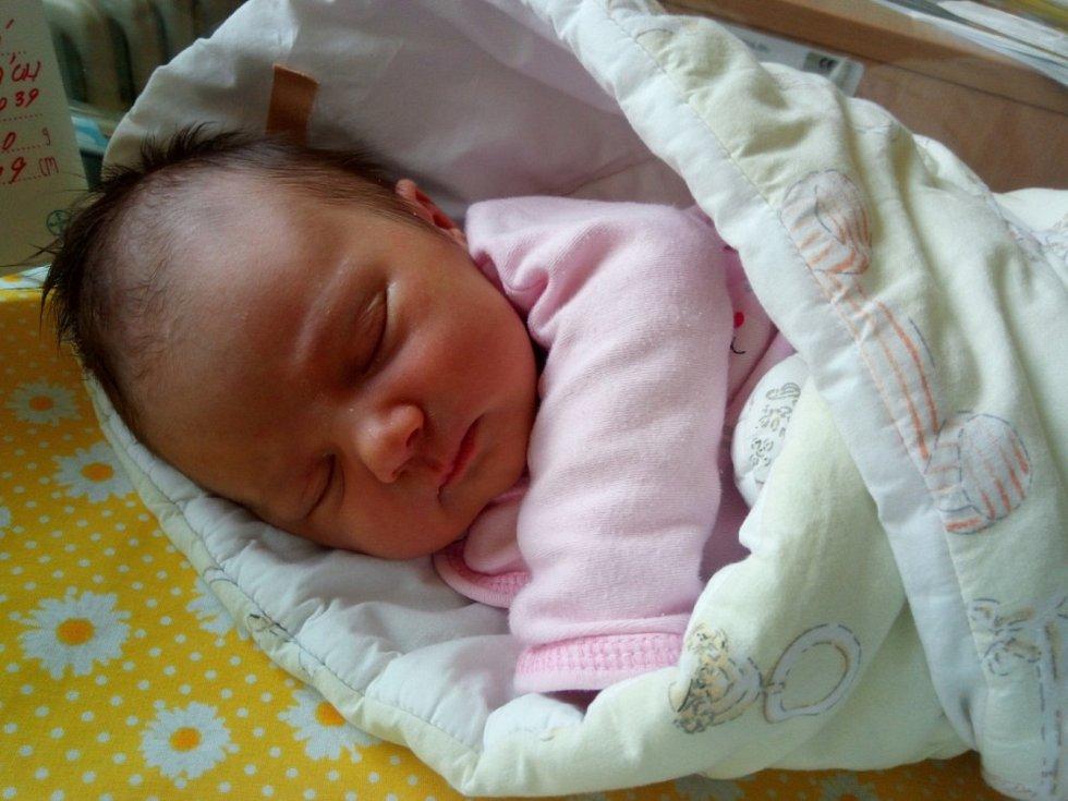 Eva Bajčíková se narodila v sobotu 5. 6. 2021 v 18:39 hodin. Vážila  3120 g a měřila 49 cm. Rodiče Eva Karlíková a Václav Bajčík jsou z Benátek u Litomyšle.
