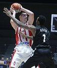 Basketbalové utkání Basketball Champions Legue mezi BK JIP Pardubice (v bíločerveném) a BC Nižnij Novgorod (v černém) v pardubické ČSOB Pojišťovna Areně.