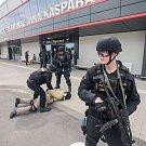 Výcvik měl policisty seznámit i s okolím terminálu.