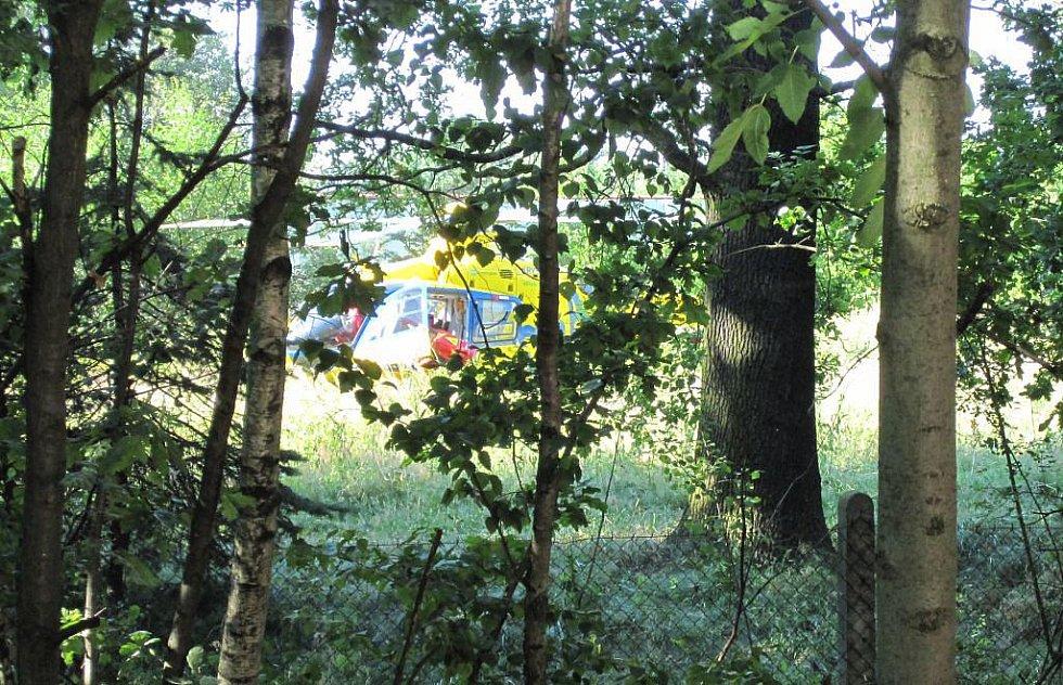 Pro jediného přeživšího u Zdechovic přiletěl na místo nehody vrtulník