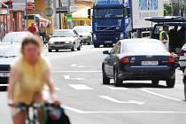 Dvacet tisíc aut denně projede středem Holic. V roce 2008 by měl být dokončen obchvat.