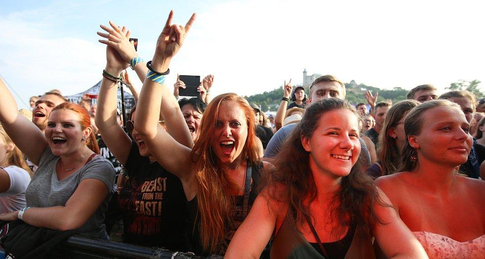 Letní kulturní festival Hrady CZ v podhradí Kunětické hory.