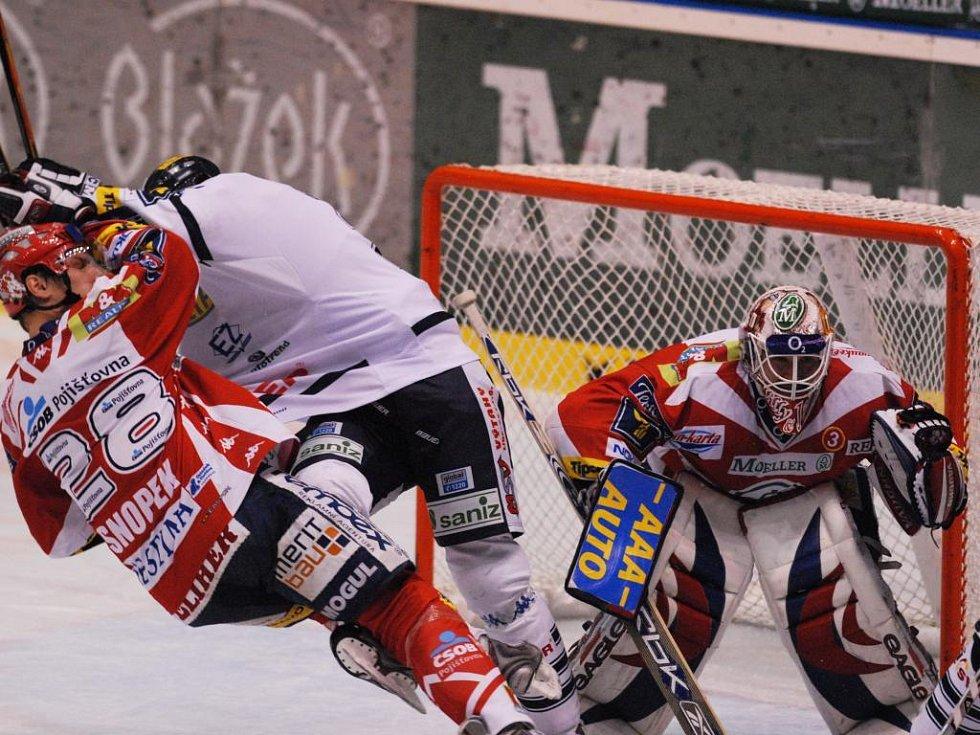 Hokejový zápas mezi HC Moeller Pardubice a HC Bílí Tygři Liberec