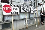 Stadionu v Holicích se Babiš kvůli odpůrcům vyhnul