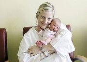ADÉLA MIČICOVÁ se narodila  28. února v 7 hodin a 51 minut. Vážila 3000 gramů a měřila 48 centimetrů. Maminku Martinu podpořil při porodu tatínek Dušan. Na malou Adélku doma v Pardubicích čekají  dva sourozenci – čtyřletá Deniska a Dušánek, kterému je rok