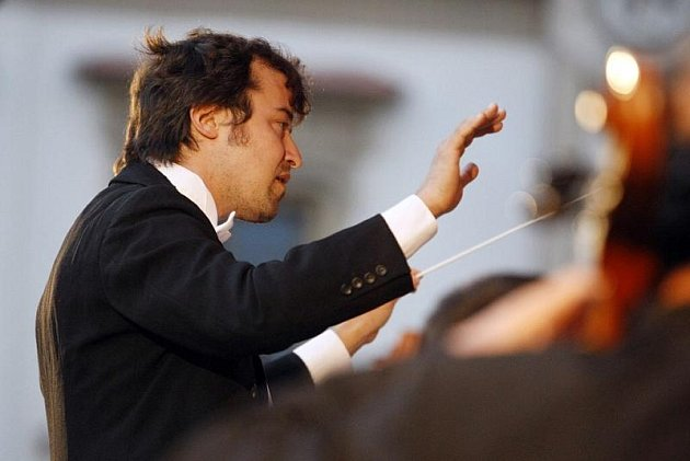 NOVÝ ŠÉFIDIRIGENT Komorní filharmonie Pardubice Marko Ivanović má za sebou další výrazný úspěch.