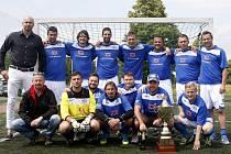 MISTŘI... FC Laguna se letos po zásluze stala vítězem první ligy Pamako.  Z vladařského stolce tak sesadila TFT Pardubice.