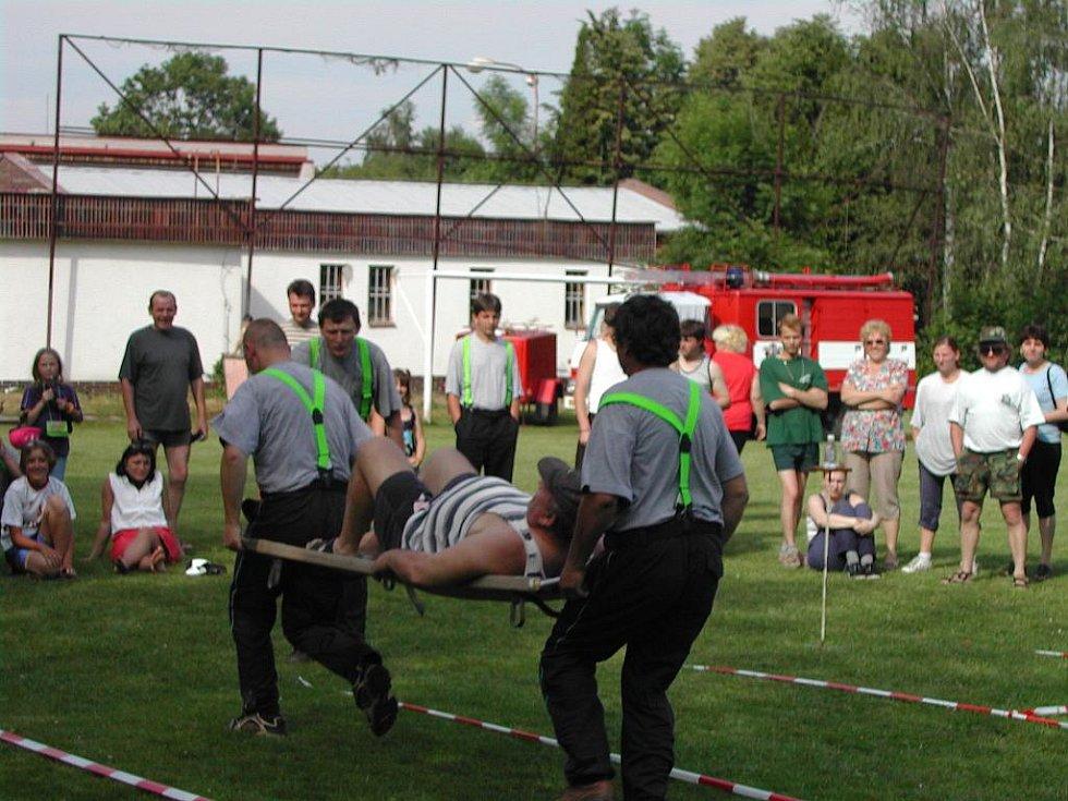 VELINY. Sbor dobrovolných hasičů ve Velinách patří mezi ty nejmenší. V současné době čítá dvacet členů. Dvanáct z nich je pak členy zásahové jednotky. Ta patří do kategorie JPO 5.