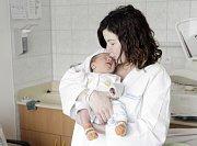 ONDŘEJ CHUDOMEL se narodil  14. března v 17 hodin a 47 minut. Vážil 3370 gramů a měřil 49 centimetrů. Maminku Olgu podpořil při porodu tatínek Roman. Bydlí v Cholticích a doma na ně čeká tříletý Marek.