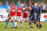 Utkání Fobalové národní ligy mezi FK Pardubice (ve červenobílém) a SK Líšeň ( v modrém) na hřišti pod Vinicí v Pardubicích.