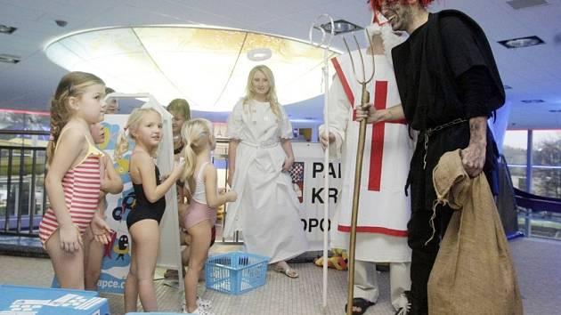 Mikulášská družina zavítala také do pardubického Aquacentra