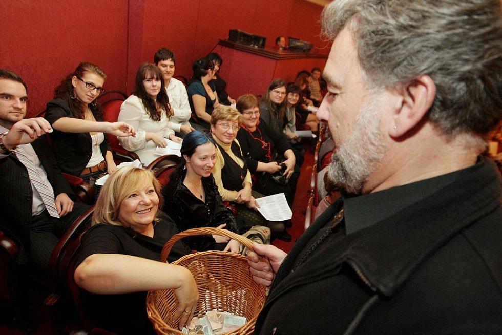 Štědrovečerní zpívání v pardubickém divadle