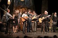 Kapela Kosteam vystoupila společně s herečkou Martinou Sikorovou i na Štědronočním zpívání ve Východočeském divadle Pardubice.