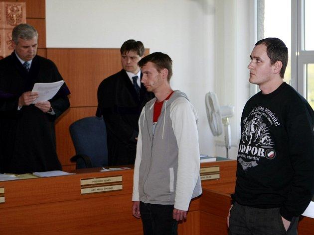 Libor Budík a Erik Sedláček. Vydávali neonacistický internetový časopis Poslední generace. Od soudu ale odešli bez trestu