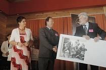 Prvním ze šesti odměněných se stal Miloslav Čermák, generální ředitel a předseda představenstva v. d. Sněžka Náchod.