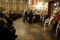 Poslední rozloučení s Miroslavem Motyčkou v Pardubicích. Závěrečné sbohem mu přišly do pardubického krematoria říci desítky lidí.