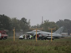 Britský letoun Eurofighter v Pardubicích nezvládl přistání.