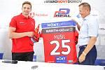 Hokejový klub HC Dynamo Pardubice představil novou posilu - útočníka Adama Musila.