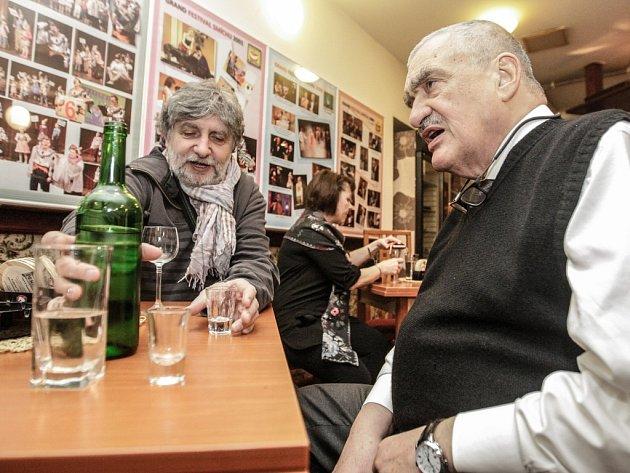 Premiéra Konce masopustu ve Východočeském divadle Pardubice. Nedělní představení navštívil také Karel Schwarzenberg.