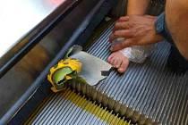 To bylo o fous, dítěti se zasekla noha v eskalátoru