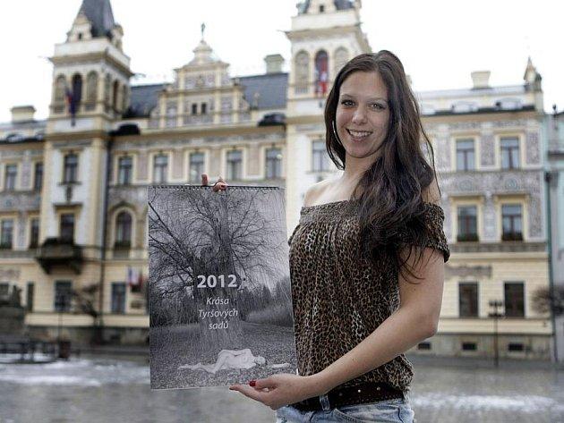 Na protest proti kácení zdravých stromů vznikl kalendář, který podporuje původní charakter městského parku