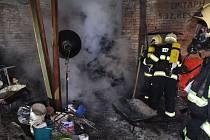 Hasiči likvidovali v Kostěnicích požár od popela v popelnici