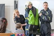 Pardubičtí profesionální hasiči se vydali na Základní školu Štefánikova.