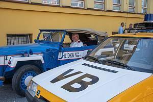 Kolona policejních veteránů projela Holicemi, Dašicemi i Pardubicemi.