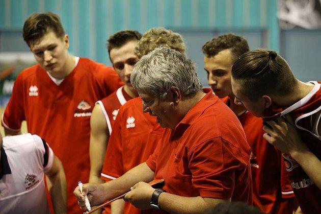Kadeti BK Synthesia Pardubice obsadili na závěrečném turnaji v Nymburce, nepopulární, čtvrté místo.