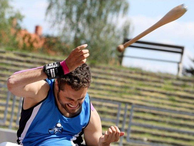 Někdejší muž roku Martin Zach je sice atletickým nováčkem, ale velkým talentem. Má za sebou zatím první sezonu, ale už v hodu kuželkou splnil A limit na světový šampionát. A výkonem 22,30 m se posunul do desítky nejlepších na světě.
