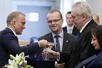 Dary dostal prezident Miloš Zeman od hejtmanství i při lednové návštěvě.