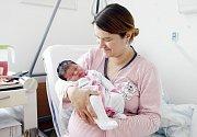 AMÁLIE PILAŘOVÁ se narodila 15. srpna ve 14 hodin a 10 minut. Měřila 54 centimetrů a vážila 3950 gramů. Maminku Veroniku podpořil u porodu tatínek Miloš. Bydlí v Labských Chrčicích a doma na ně čeká tříletý Miloš.