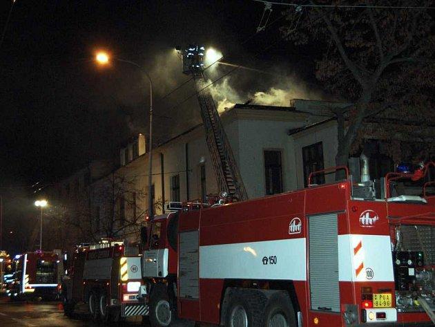 Továrnu mlýnských strojů na Palackého třídě zničil požár