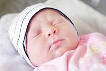 ZUZANA TESNEROVÁ se narodila 17. prosince v 18 hodin a 50 minut. Měřila 49 centimetrů a vážila 3120 gramů. Rodiče Táňa a Jiří bydlí v Pardubicích i s tříletým Zuzčiným bratrem Tomášem.