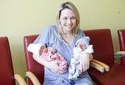TOMÁŠ a TEREZA KOPICOVI se narodili 6. ledna ve 3 hodiny a 48 a 49 minut. Měřili 46 a 45 centimetrů a vážili 2350 a 2250 gramů. Maminku Michaelu podpořil u porodu tatínek Michal. Rodina bydlí v Pardubicích.