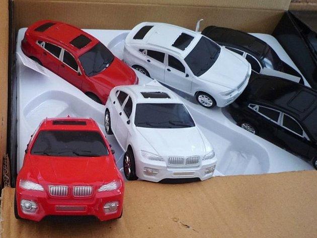 Padělaná BMW. I když šlo o hračky, nikoliv skutečná auta..