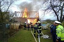 Požár v Bílé Vchýnici zachvátil stodolu