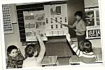 Ukazovátko PATŘILO k nezbytné výbavě školy ještě v 80. letech. Rok 1980.
