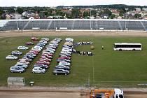 Kdo zabere víc místa? 50 osobních aut, nebo jeden autobus?