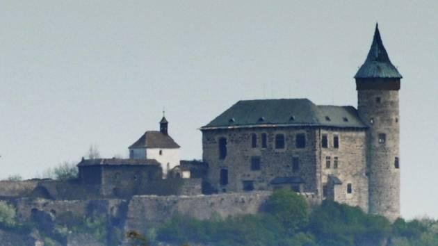 Kunětická hora a hrad. Ilustrační foto.